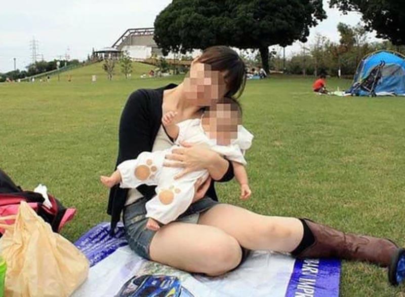 子連れママのパンチラ画像